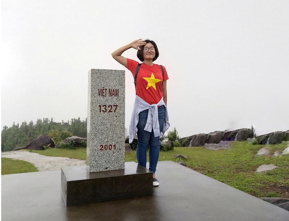 Cột mốc chủ quyền biên giới 1327