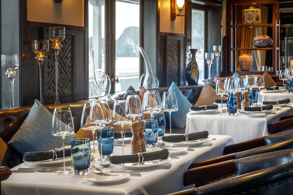 bar trên du thuyền paradise luxury day cruise