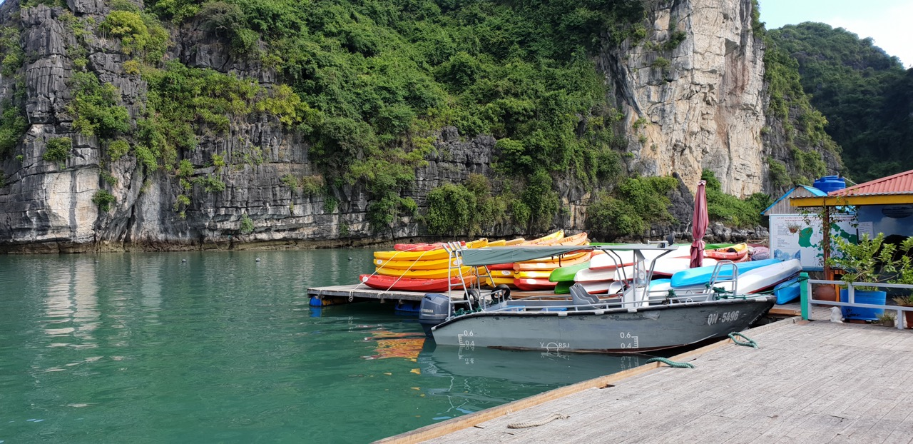 thuyền nan và kayak tai làng chài Vung viêng