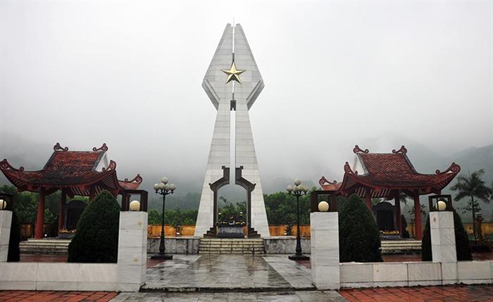 đài tưởng niệm Pò hèn