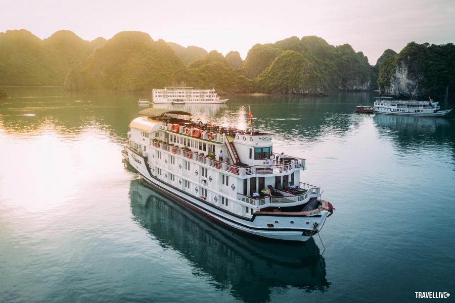 Du thuyền trên Vịnh Hạ Long