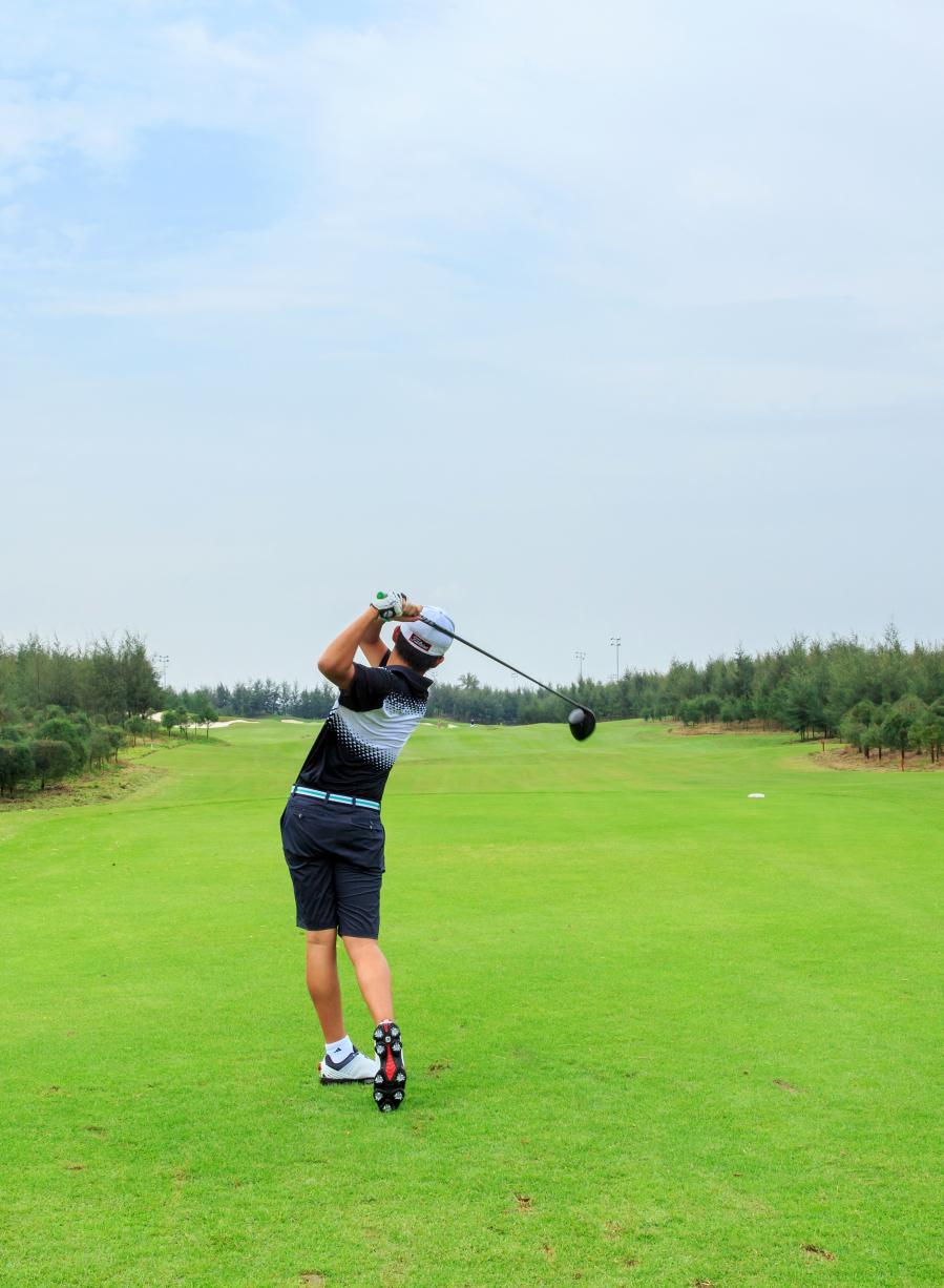 đánh golf