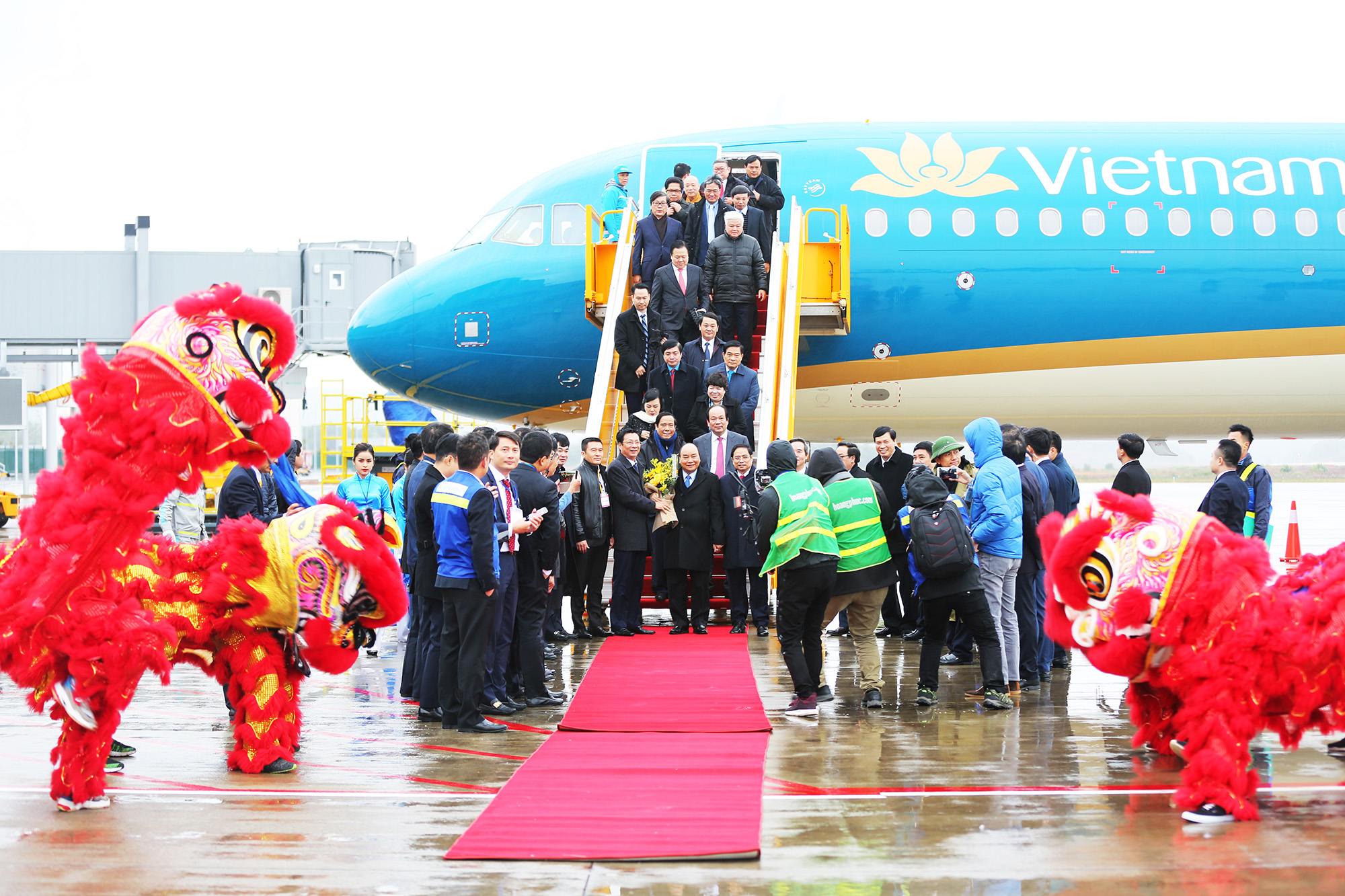 thủ tướng xuống sân bay vân đồn