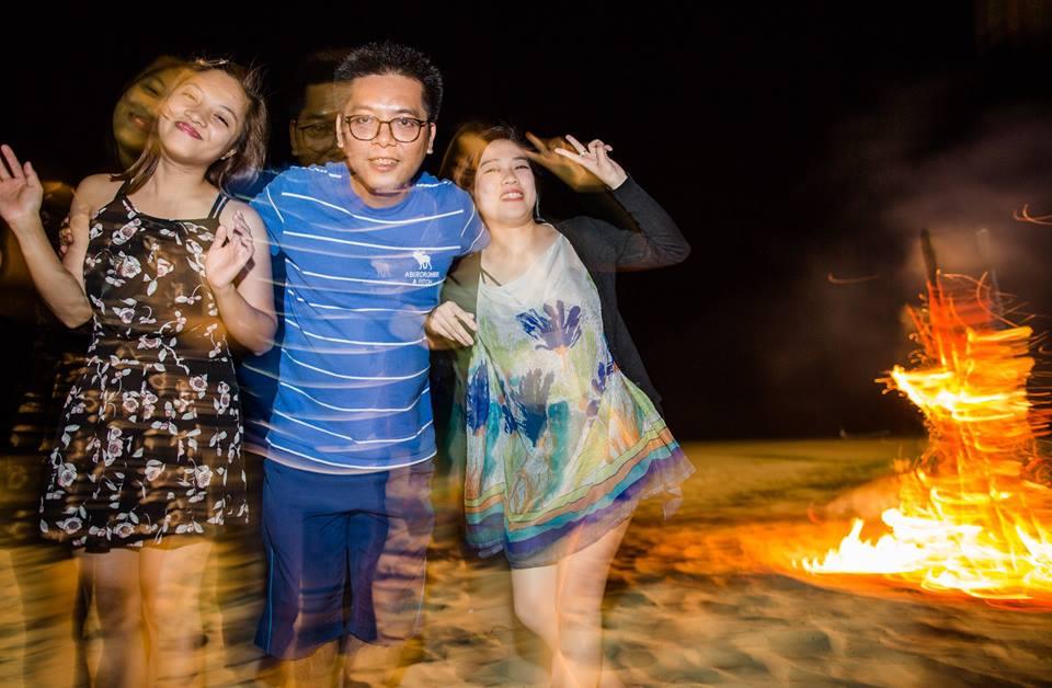 lửa trại trên bãi biển quan lạn