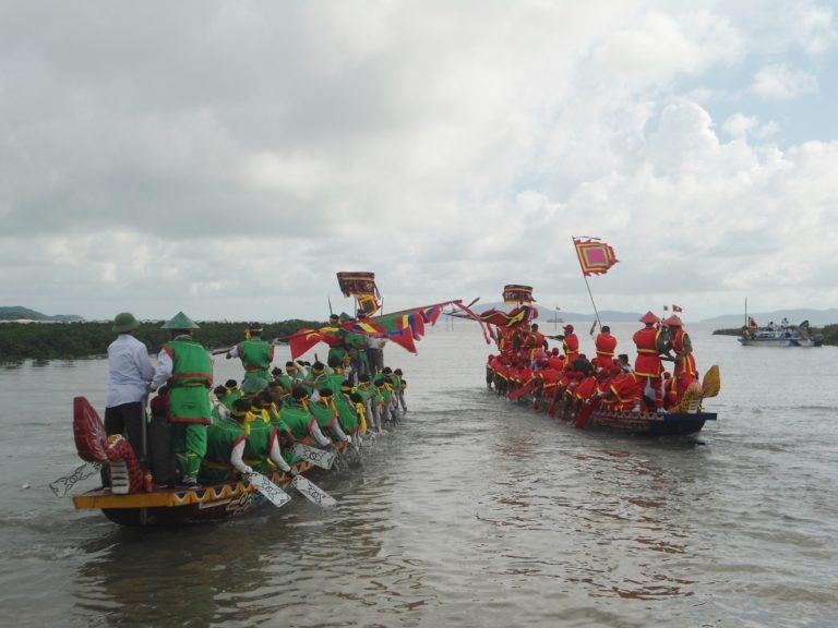 Chèo thuyền rồng truyền thống